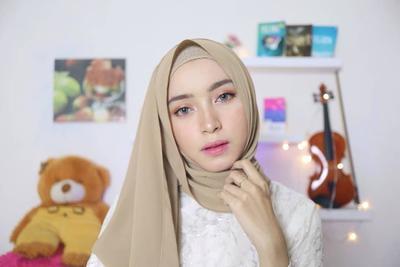 Tutorial Hijab Berdasarkan Bentuk Wajah ala YouTuber Niasisca WRD
