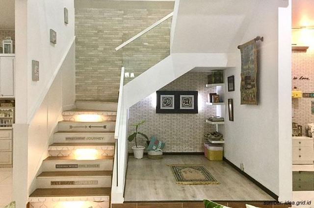 Desain Dapur Sempit Memanjang  10 desain mushola cantik untuk rumah minimalis