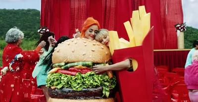 Makna di Balik Kostum Junk Food Taylor Swift dan Katy Perry