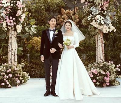 31 Oktober 2017 : Song Joong Ki Menikahi Song Hye Kyo