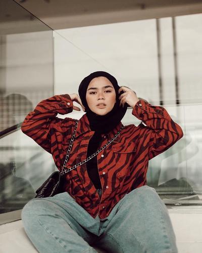 Curi 5 Gaya Hipster Hijab ala Sivia Azizah yang Eksentrik, Anti Mainstream!