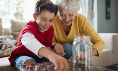 Catat, Ini 7 Tips Ampuh Hemat Uang Jajan Anak Sekolah Hingga 50 Persen!