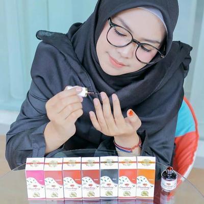 Strawberry Nail Henna, Solusi Kutek Halal yang Aman Dipakai Para Muslimah