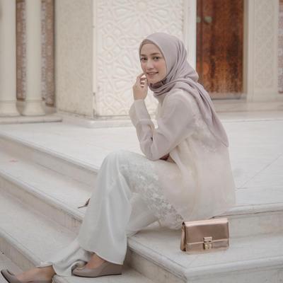 Inspirasi Padu Padan Celana untuk Kondangan ala Hijabers Mega Iskanti