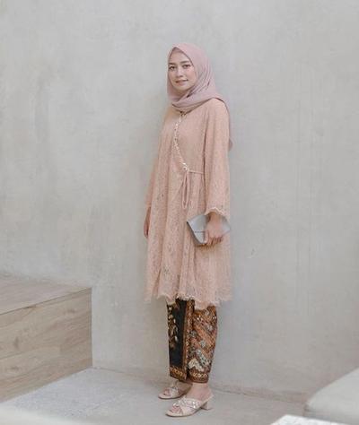 Peach Brukat dan Rose Hijab