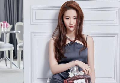 """Mengenal Sosok Liu Yifei, Pemeran """"Mulan"""" Live Action Disney yang Bikin Kagum"""