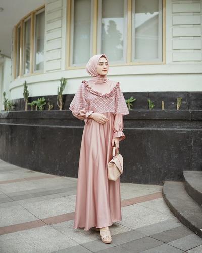 Cup Pink Dress ala Hemli Nursifah
