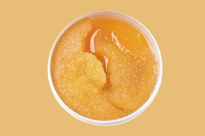 Mencampurkan Madu dengan Gula