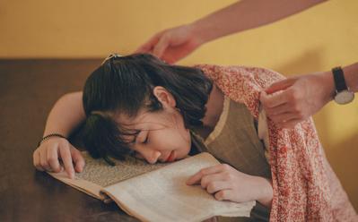 1. Tidur di Kelas Saat Jam Kosong