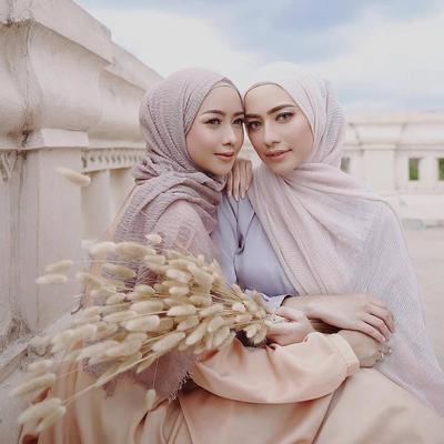 Cantik Tanpa Ribet, Ini Inspirasi Hijab Crinkle yang Tak Perlu Disetrika
