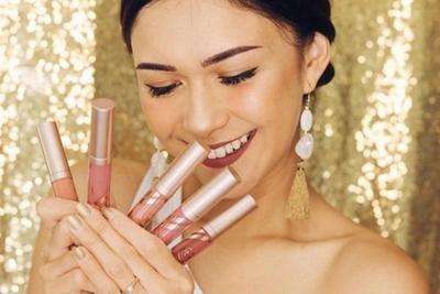 Pintar Berbisnis, Ini 7 Artis Indonesia yang Punya Bisnis Kosmetik Lipcream