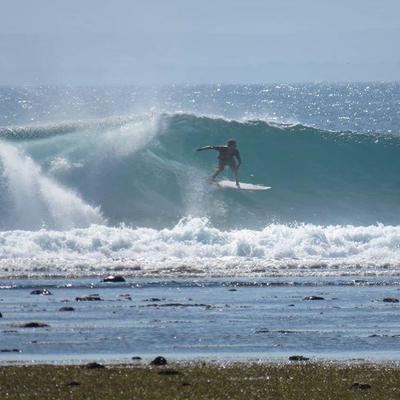 4. Pantai G-Land/Plengkung