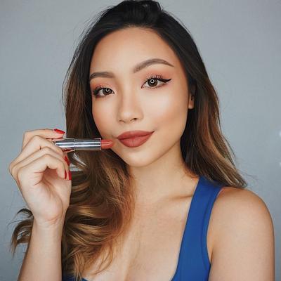 Gunakan Lipstik Agar Terlihat Fresh