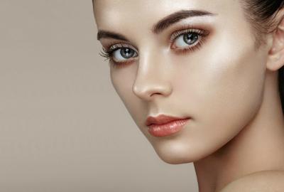 Tertarik Coba Contour Wajah Tanpa Bronzer yang Hasilkan Dewy Skin? Coba Trik Ini!