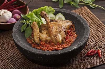 Rekomendasi Tempat Ayam Penyet di Jakarta yang Bikin Nagih
