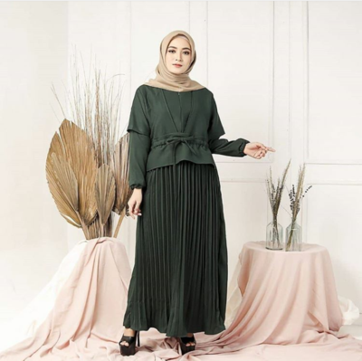 5. Dress Plisket Hijau Lumut