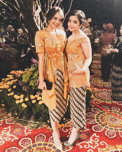 Floral Kebaya with Layer dan Kain Batik