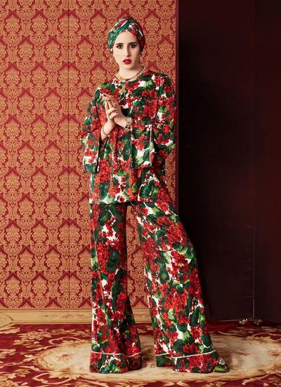 Corak Bunga Simpel dan Elegan Full Outfit