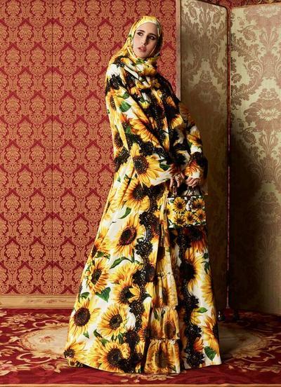 Abaya dengan Motif Sunflower yang Menggoda
