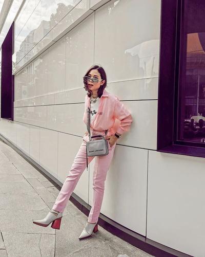 Lagi Tren di Kalangan Influencer, Mix and Match Warna Pink untuk OOTD yang Cute Abis!