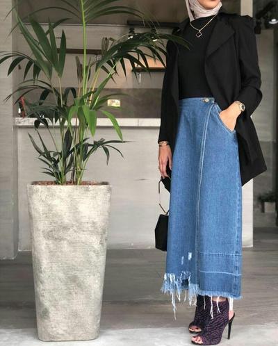 Rok Jeans dan Blazer
