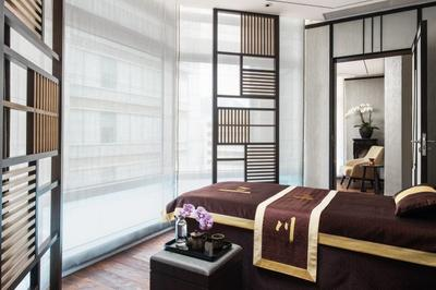 Bee Sting Facial Therapy at Chuan Body + Soul