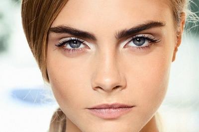Cara Memakai Eyeliner Putih untuk Mata Sipit ala Jennie Blackpink, Cantik Memukau!