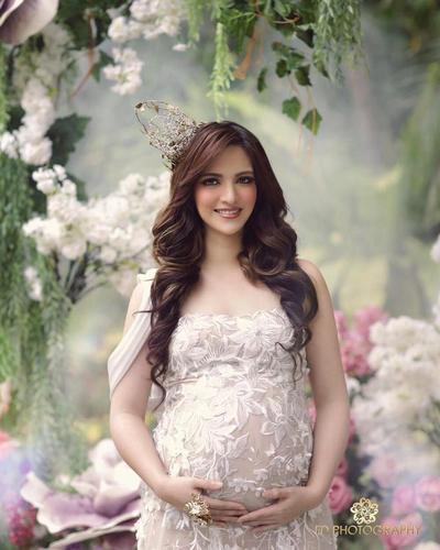 8 Inspirasi Konsep Maternity Shoot Artis, dari Tradisional Hingga Bak Putri Kerajaan!