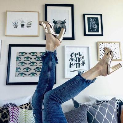 Begini Cara Mix and Match Jeans Jadi Outfit yang Simple, Klasik, dan Nggak Bikin Boring