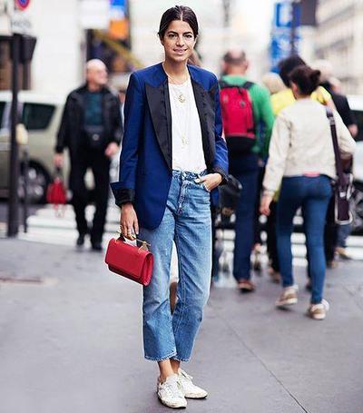 Jeans Longgar, Blazer, & Sneakers