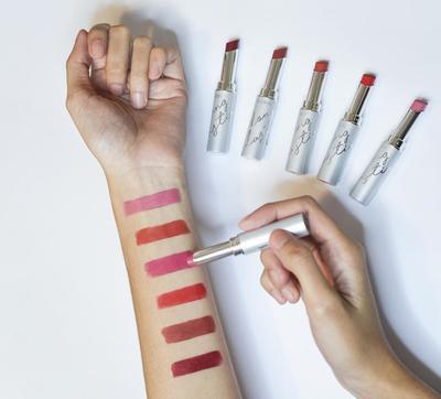 Hanya dengan Lipstick Bisa Bikin Full Makeup? Caranya Gampang, Ladies!