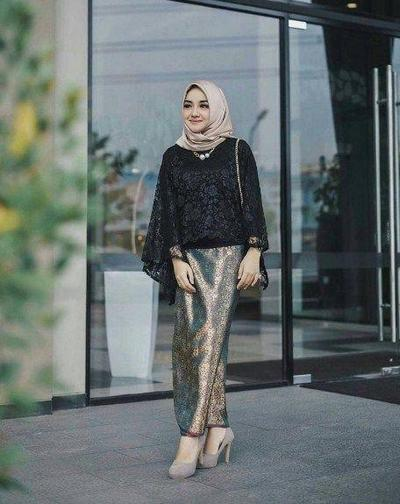 Model Kebaya Cape Hitam + Rok Songket