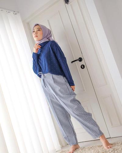 Blouse Model Tutleneck + Stripe Pants