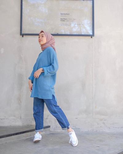 Sweater Biru + Cuff Jeans