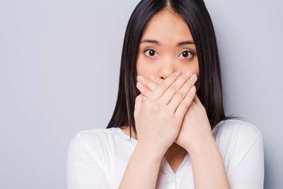 Bau Mulut Bikin Enggak Pede? Cari Tahu Penyebabnya Yuk!