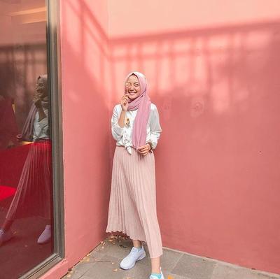 7 Inspirasi Padu Padan Warna Peach Untuk Hijab