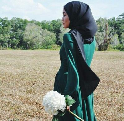 Ini 4 Warna Pakaian yang Cocok Dipadukan dengan Jilbab Warna Hijau, Yuk Coba!