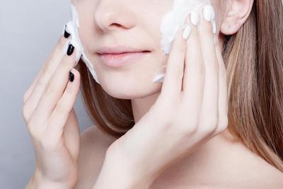Panduan Pemula: 5 Ciri-ciri Facial Wash yang Baik Buat Kulitmu
