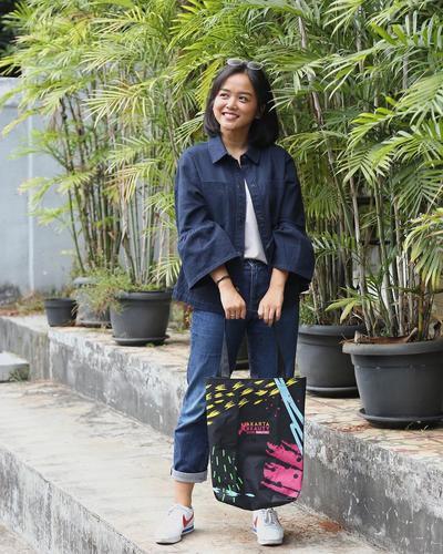 4. Bawa Tas Belanja Sendiri, Kurangi Kantong Plastik