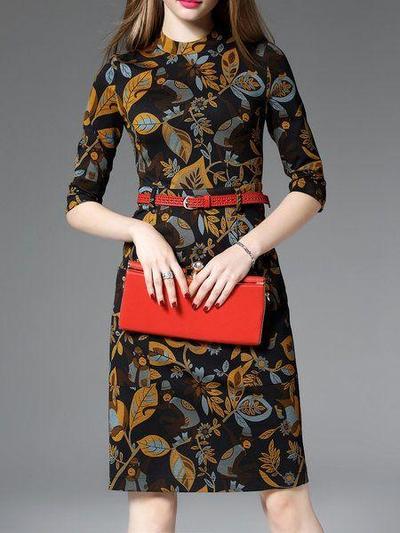 1.Tampil Anggun dengan Midi Dress Batik