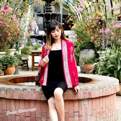 3.Nampak Elegan dengan Blazer Batik