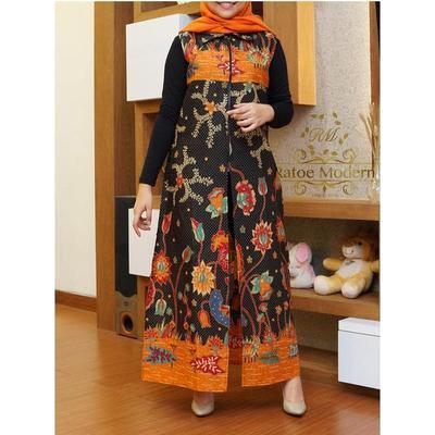 4.Fashionable dengan Outer Panjang Batik Tanpa Lengan