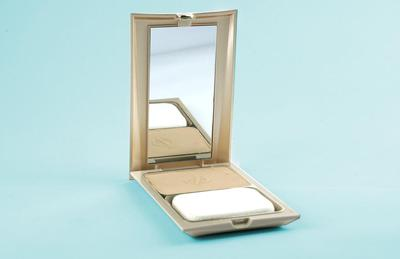 4. Lustrous Pressed Powder