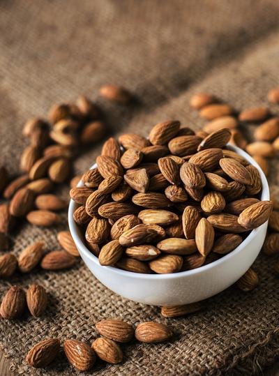 7.Kacang Almond