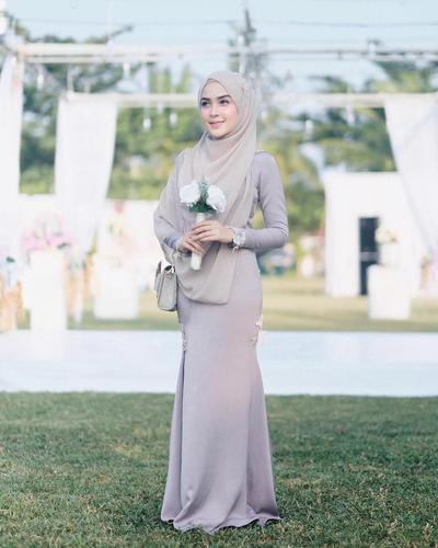 3. Dress Model Duyung