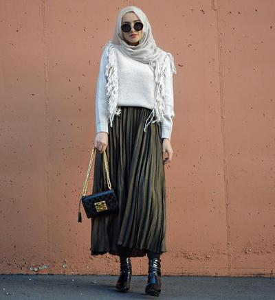 4. Long Skirt dan Hijab