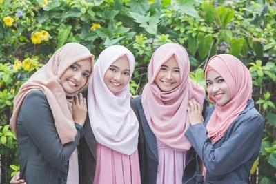 Kamu Sedang Cari Warna Hijab Pashmina yang Bagus? Yuk Simak Artikel Ini