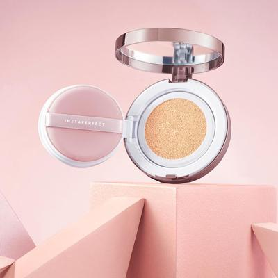 3. Aplikasikan Wardah Instaperfect Mineral Matte BB Cushion