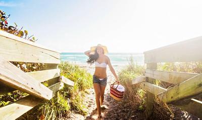 Mau Ke Pantai? Hindari Skincare dengan Kandungan Berikut Ini