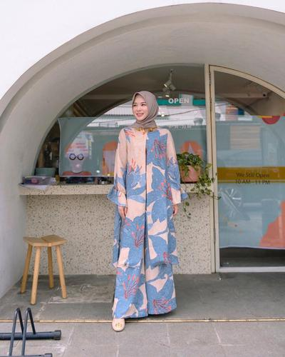 OOTD Hijab Nuansa Pastel ala Ayana Jihye Moon, Mualaf Korea yang Memesona